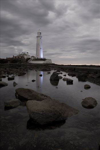 St Mary`s Island & lighthouse - St Mary`s lighthouse stands on a small rocky tidal island is linked to the mainland by a short concrete causeway which is submerged at high tide. The lighthouse was built in 1898 & was decommissioned in 1984, 2 years after becoming automatic.